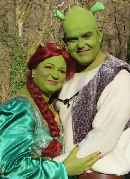 Couple-s-Fairytale-Wedding-as-Shrek-and-Princess-Fiona-2
